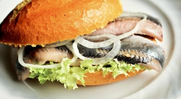 Бородач на кухні: сендвіч з оселедцем