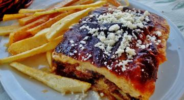 Бородач на кухні: грецький пиріг мусака