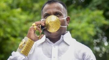 Мешканець Індії зробив собі маску з золота