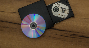 Бородач шарить: компакт-диск